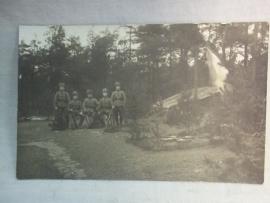 2 Photos German Husars and a fieldgrave. 2 Foto's Duitse huzaren bij een veldgraf van gevallen kameraad.