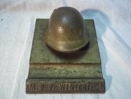 Miniature Swiss helmet . Miniatuur Zwitserse helm Militaire Sport Vereniging Winterthur. metalen uitvoering
