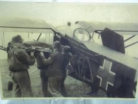 Original Luftwaffe Photo of a wounded transport plane.Originele foto DDR Militair archief en Oberkommando der Wehrmacht.Gewonden transport