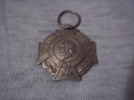 Nederlandse medaille, VOOR KRIJGSVERRICHTINGEN, klein model 2,5 cm. medaille is bol van vorm.