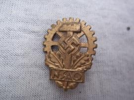 German members pin. Duits lidmaatschapsspeldje NSAO, Mitgliednadel Nationalsozialistischer Reichsverband der Deutschen Arbeitsopfer.