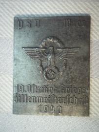 German police sporting plaque. WIEN, 19e sportfest 1940 Politie afdeling Polizei Sport verrein. metalen zinken uitvoering, 3 cm bij 4 cm.