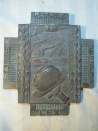 Bronse plaque Belgium WW1 medal. Bronzen plaquette van het vuurkruis, Belgische medaille gesigneerd. grafplaat Ijser strijder.