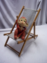 Beach chair for a doll. Strandstoel voor poppen, leuk item