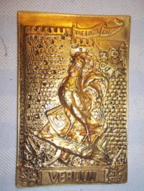 French plaque VERDUN on ne passe pas. Franse plaquette met de typische haan en rechts boven 2 Franse medailles, Legion d'honneur.