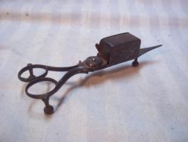 Antiek Engels kaarsen schaar- dover. met markering VR- patent. zeer mooie staat