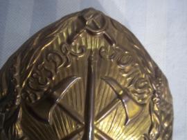 Very old helmet badge of the Russian fire brigade in the communism period. Brandweer helm embleem Rusland ten tijde van het communisme jaren 20-40.