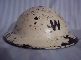 British sleelhelmet Home-guard. so found in London attick. Engelse helm van een Senior Warden. zo gevonden, mooi gedateerd 1939, binnenhelm HELMETS Ltd. 1939. eerlijke helm uit de London Blitz.