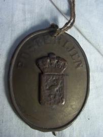 Indentification badge Dutch postman, 1880, Nederlands indentificatie embleem voor de postbode.