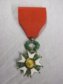 French medal Légion D´honneur chevallier, with a golden centre, enamel perfect, Frankrijk. Legion d'Honneur met gouden middenstuk. onbeschadigd. TOP staat.