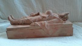 VERY VERY VERY rare statue made by the famous artist E.Vereijken  1893-1965. Dead belgium soldier. 38 bij 15 bij 15 cm. Terracotta beeld belgische soldaat gesigneerd, 1934 Zeer bijzonder en uniek. UNICA. monumentenmaker E.Vereijcken.