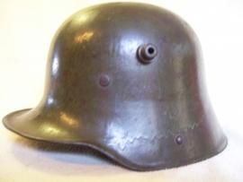 German helmet M 1916, Duitse helm model 1916 met origineel binnenwerk en verflaag