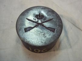 Matrijs voor een militair embleem infanterie met kroon