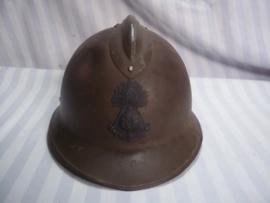 French helmet, colonial Marines. Pattern 1926. Franse helm model 1926 gedragen door de koloniale Mariniers, helm heeft het 1e model helm embleem.