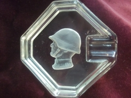 Ashtray glass Suisse soldier. Glazen asbak  Zwitserse soldaat.