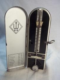 metal metronome. metalen metronoom, heel aparte uitvoering, werkend