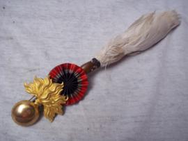 French shako badge officer. Frans shako model 1886 embleem officier, compleet met pluim. Vuurverguld.