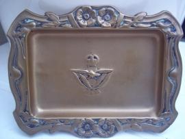 Brass ashtray with RAF badge. Koperen asbak met daarin gedrukt het embleem van de RAF, bijzonder item.