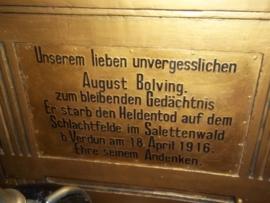 Nice painting oil on wood in a kind of remembrance plaque.Schilderij op paneel wat een onderdeel is vaneen soort graf monument met gipsen lijst en Ijzeren kruis 1914 zeer apart