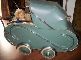 Children doll´s pram, nice condition sixties.Poppenwagen met pastelkleuren, compleet perfekte staat