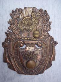 French schako plate, Franse schako plaat embleem 1831, met opgelegde haan en granaat. (meestal zijn deze meegedrukt in het embleem) LIBERTE ORDRE PUBLIC. Burgerwacht. bijzonder.