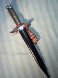 Swiss dagger, Zwitserse dolk met troddel in de nationale kleuren