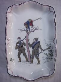 Karikatuur bonbonaire aap in Frans uniform en met blauw oog word geplaagt door Duitse soldaten, herinnert aan de Frans Duitse oorlog 1870