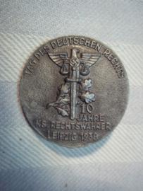 German tinnie Tag der Deutschen Reichs, 10 jahre National Socialistische Rechtswahrer, Leipzig 1938. Duitse tinnie Juridische dienst.