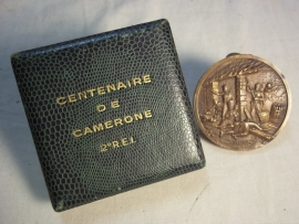 French remembrance medal in case Camerone 1963. 2eREI Franse penning in doos Camerone 18-63-1963, 2e regiment Etrangere Infanterie, met kleine parawing