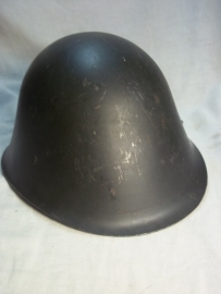 Rumanian helmet model 1972, Roemeense helm M-72 naar Nederlands model in een perfekte staat genummerd.