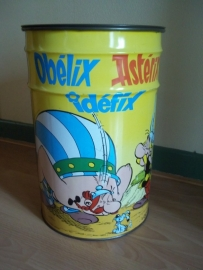 Tin with comics, groot blik met daarop Astrix en Obelix