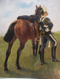 Painting on wood Eglish husar with horse signed. Schilderij 35,5 bij 30,5 cm met lijst 45 bij 40 cm. gesigneerd M.W.S. Topps- 1906 olieverf op hout, zeer gedetailleerd, goede staat. gebruikssporen.