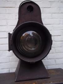 Train lamp. Treinlamp welke je voorop de locomotief moest plaatsen, compleet met brander, zeer uniek groot zwaar model