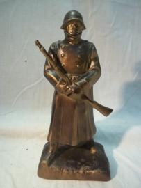 Statue of a Swiss soldier. Beeld van een Zwitserse soldaat.