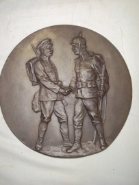 Iron remembrance plate german soldier meet Rumanian or Russian soldier. RARE.