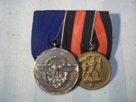 German medal bar, spange with 2 medals, Police medal 8 years of service and the Anschluss medal. Duitse medaille balk met 2 medailles Politie 8 jaar trouwe Dienst en de Anschluss medaille.