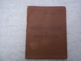 Engels  Soldiers Service pay book, voor een Nederlandse soldaat die zich in 1945 in Eindhoven heeft aangemeld.