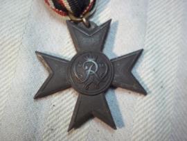German medal, Fur kriegshilfsdienst. Duitse verdienst medaille met lint