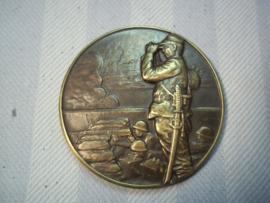 Japanese medal with planes and Japanese officer Japanse penning brons aanval op China, Mandsjoerije met vliegtuigen en bombardementen.