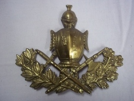 French badge for helmet or shako. Frans embleem voor de sjako of helm.