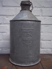 Industriele nederlandse petroleum kan van de Philips fabrieken jaren 40- 50 met het logo van de fabriek.
