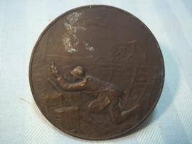 French plaque, medailion, table- medal. battle of Fort Vaux, Major Raynal, the last pigeon, this pigeon was later decorated. Penning Frans strijd om Fort Vaux verdun. laatste duif gebruikt voor bericht van overgave, Zeldzaam.