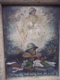 Schilderij, Hulde aan de gevallen Nederlandse soldaat. geschildert op hout met ook geschilderde lijst, naoorlogs productie uit 1945 zeer bijzonder stuk huisvlijt met oog voor detail.