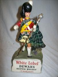 Commercial display figure DEWARS White Label, Scotch Whisky. Highlander als reclame figuur.