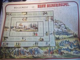 Speelkaart met het spel en de spelregels, omringd door militaire afbeeldingen, spel is militair georiënteerd. zeer bijzonder.