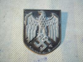 German badge pith helmet. Duits helmembleem voor de tropenhelm 1 pinnetje afgebroken Wehrmacht.