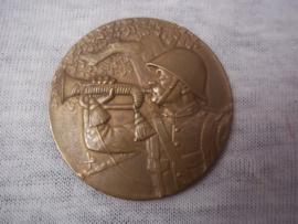 Nederlandse penning Grenadier blaast op bazuin brons. zeer decoratieve penning.