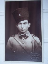 Photograph of a Zouave soldier with fez.Foto van een zouaaf met typische fez.  4e Regt. Zouaven