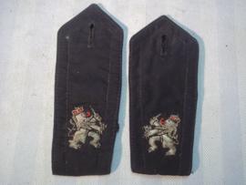 Nederlandse schouder stukken zilver geborduurde leeuw. rang Rijkspolitie