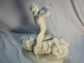 Statue of china NSKK driver nicely marked, with typical helm. Porseleinen beeld erenprijs voor de NSKK motorgruppe ALLZEITS STARTBEREIT 23 cm. perfekter staat